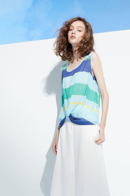 Color matching design vest