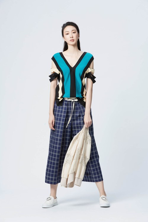 Top model color spliced knitted top