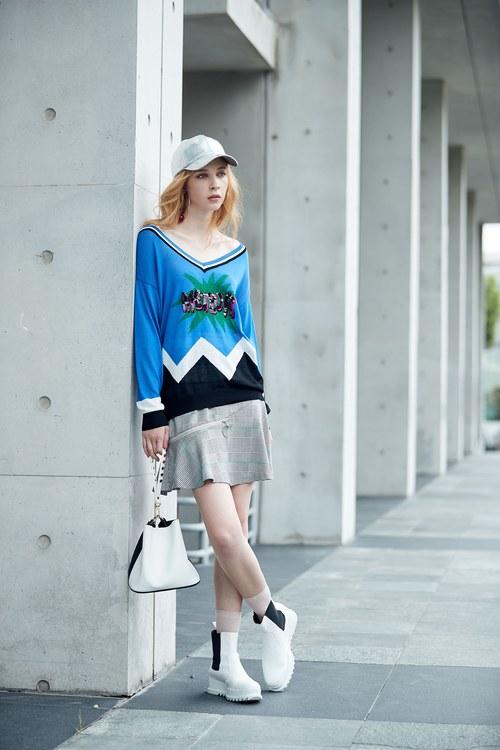 V-neck sequins popular knit long-sleeved top