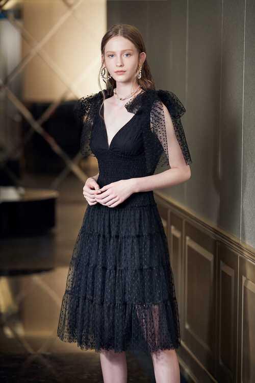 Retro and gorgeous dress