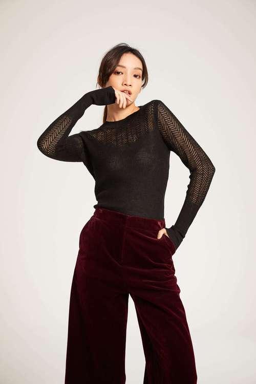 Round-necked knitwear