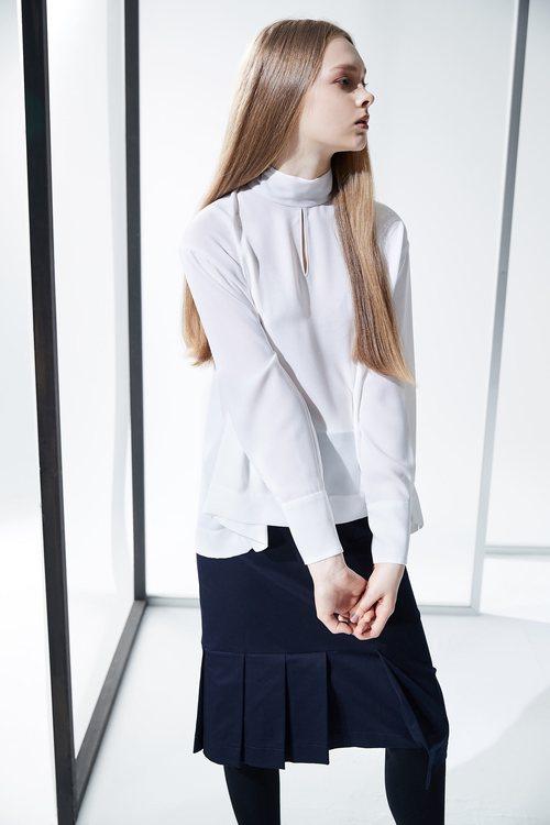 Tiny holed long sleeves shirt