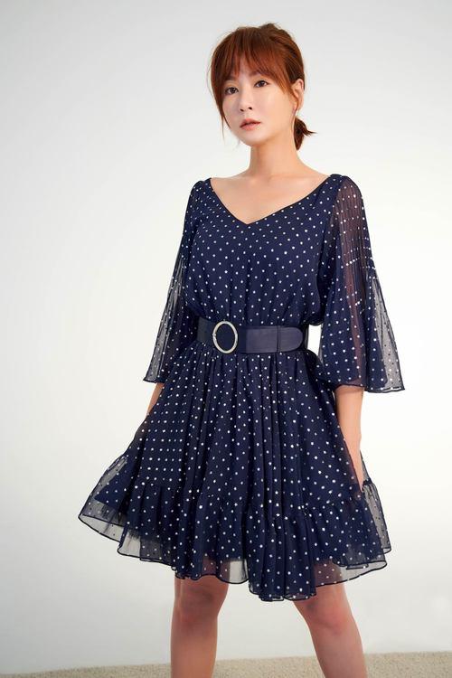 優雅透膚女人設計洋裝