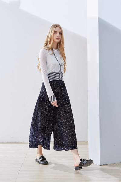 Transparency stitching classic coat