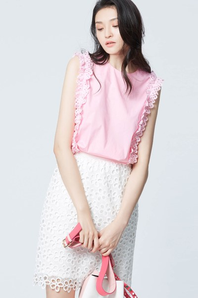 Hollowed lace design mid skirt