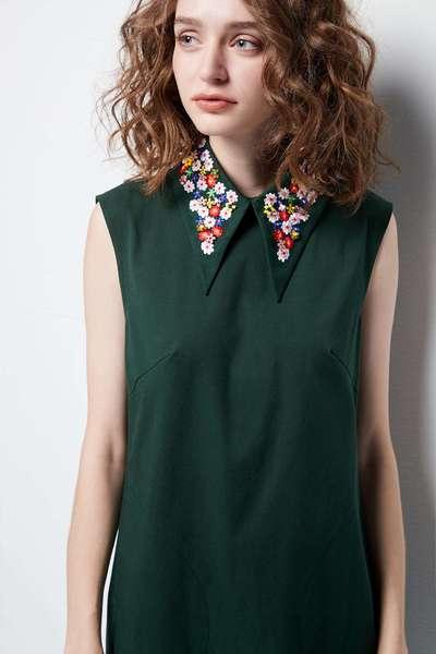 Sparkling collars sleeveless dress.