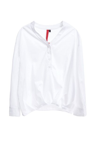 Long-sleeved shirt with a collar