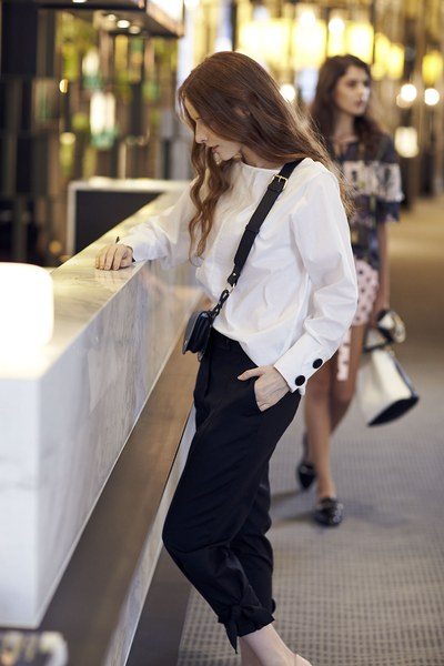 Solid tailored blouse with black botton