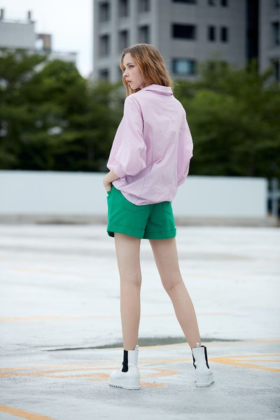 Modern shirt with loose sleeves