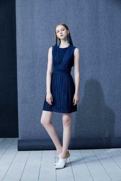 Elegant and stylish long-sleeved dress
