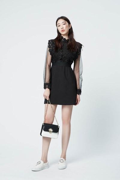 Palace royal style lace dress