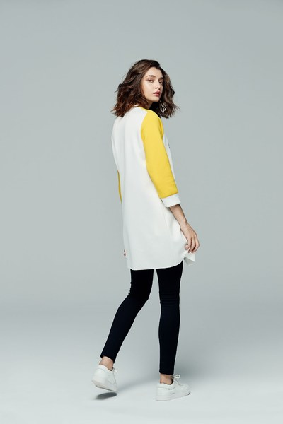 iROO x Flower in Vogue color spliced long sleeves with irregular cutting design