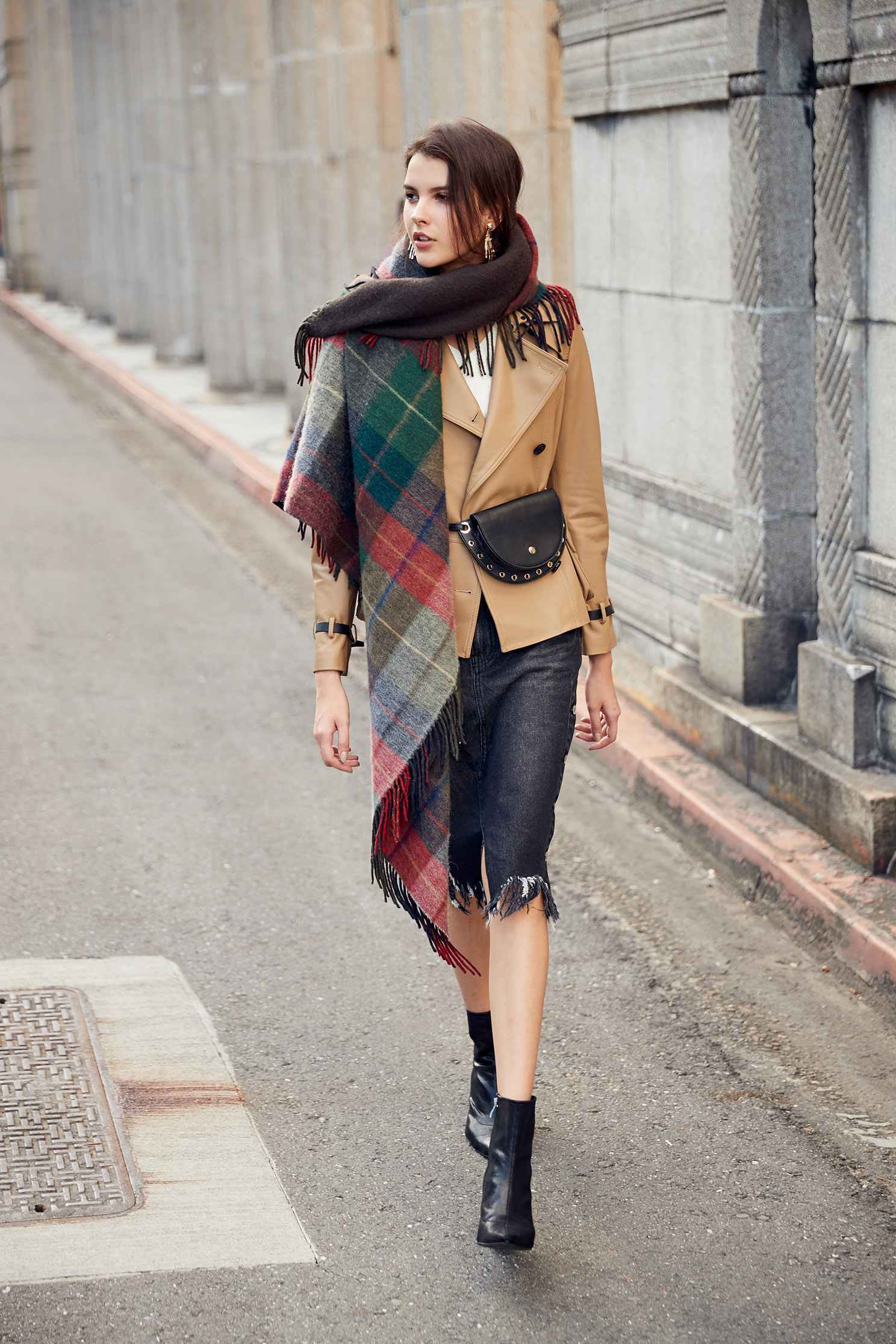 Breasted lapel trench