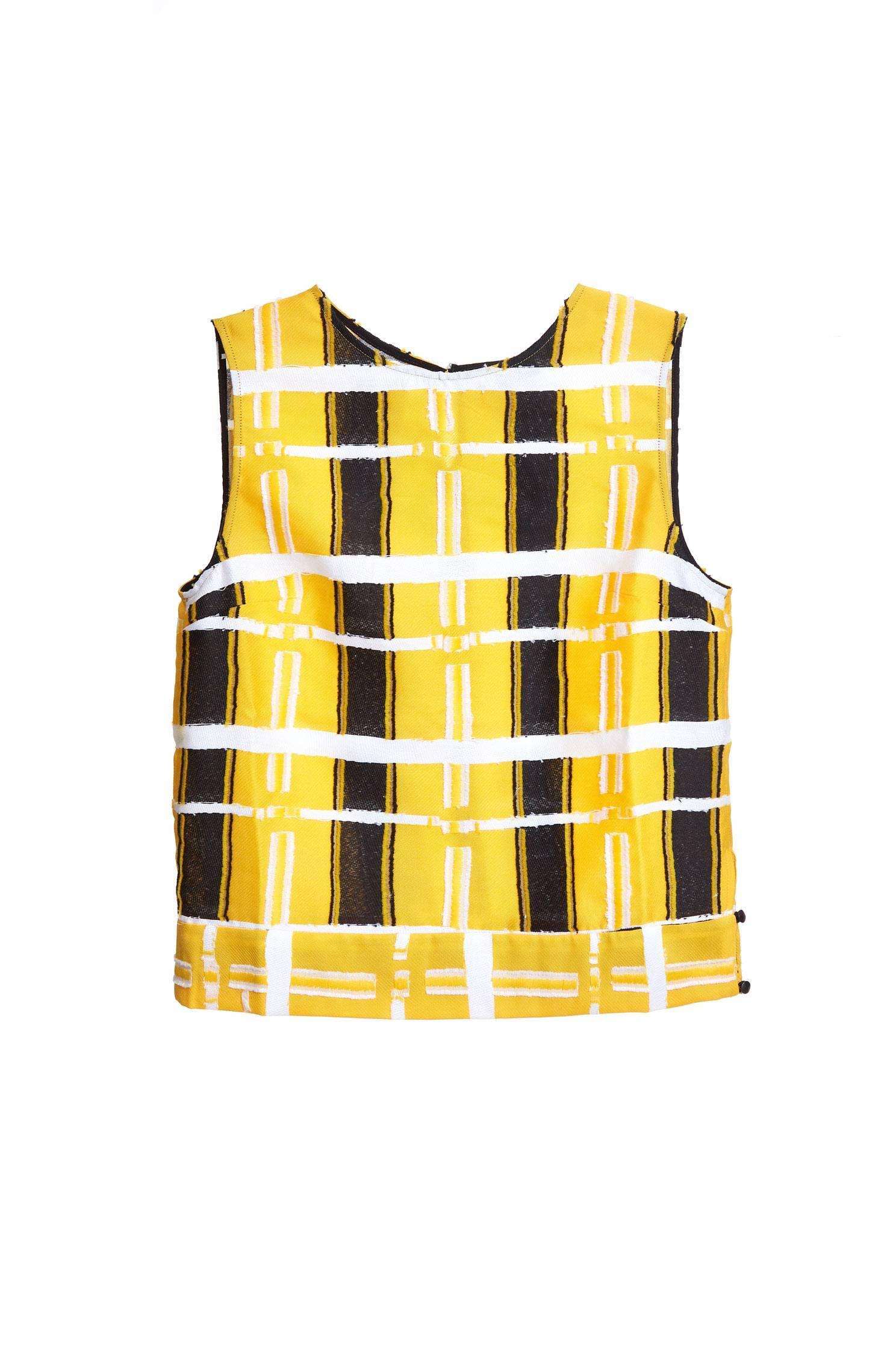 Eye-catching fashion vest