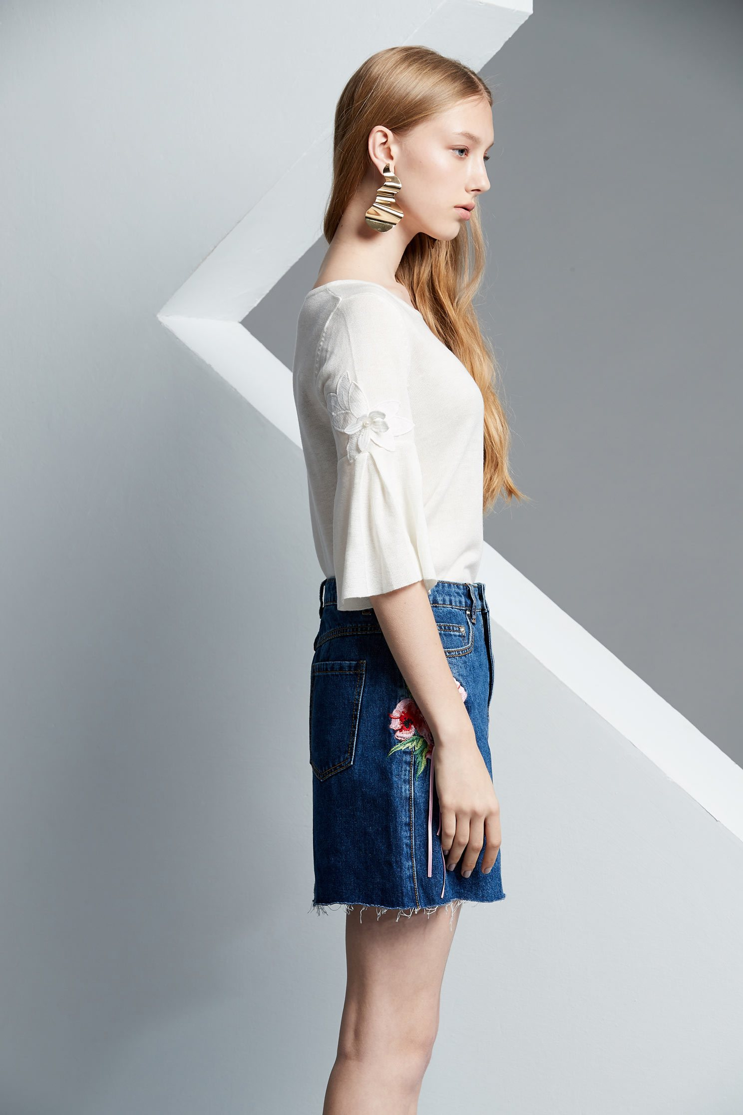 Embroidered class denim skirt