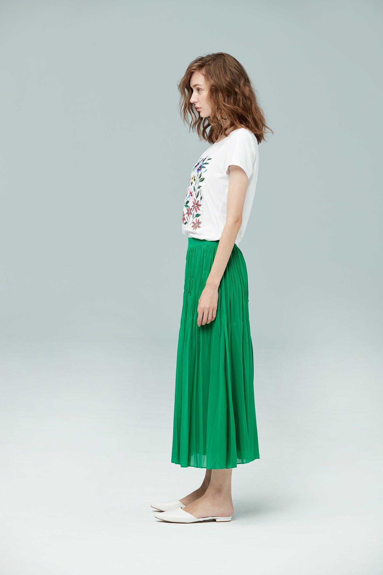 Wrinkled and elegant fashion skirt