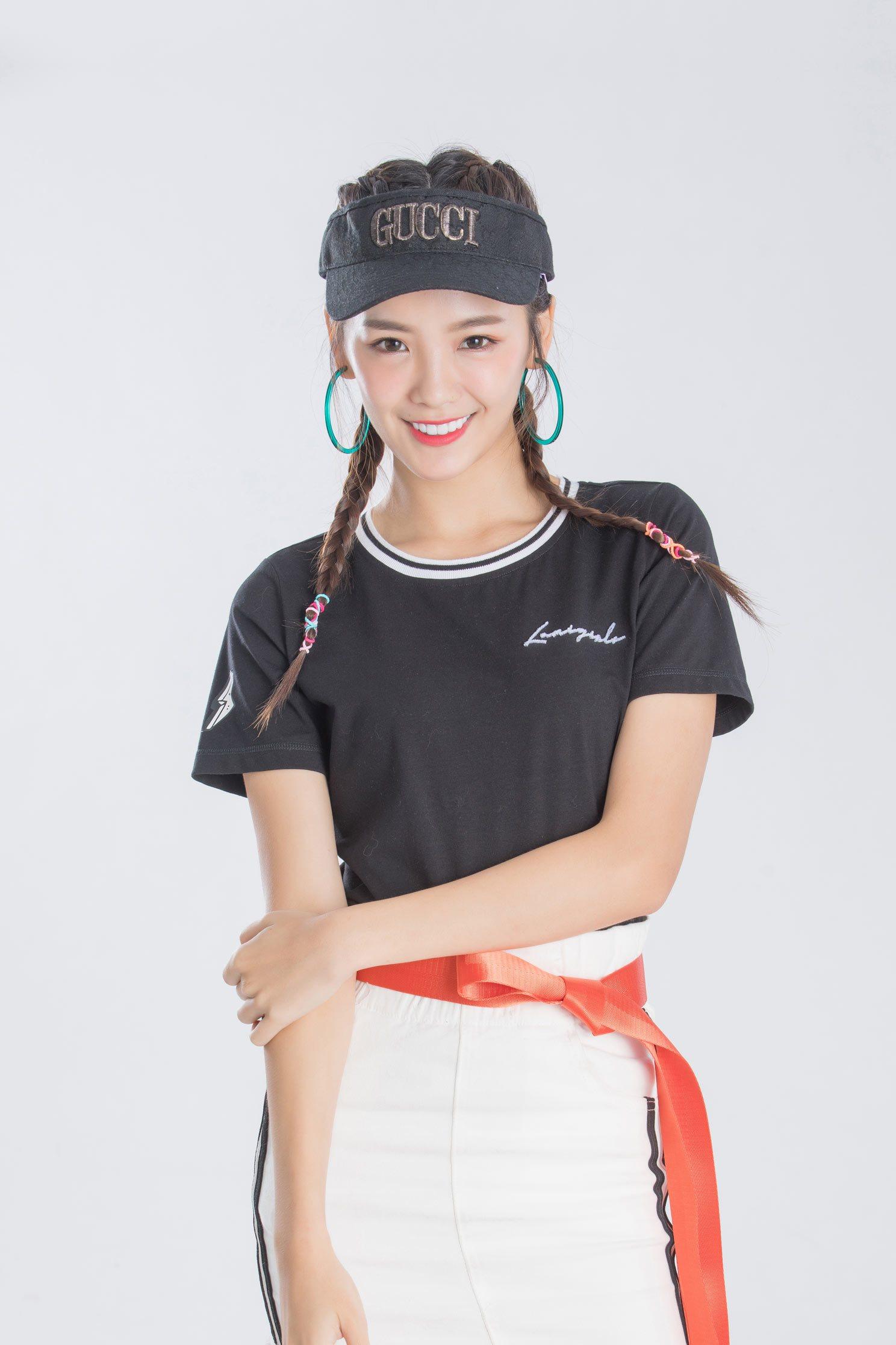 iRoo x LamiGirlsEmbroidery Pop Cotton Short Sleeve Tshirt