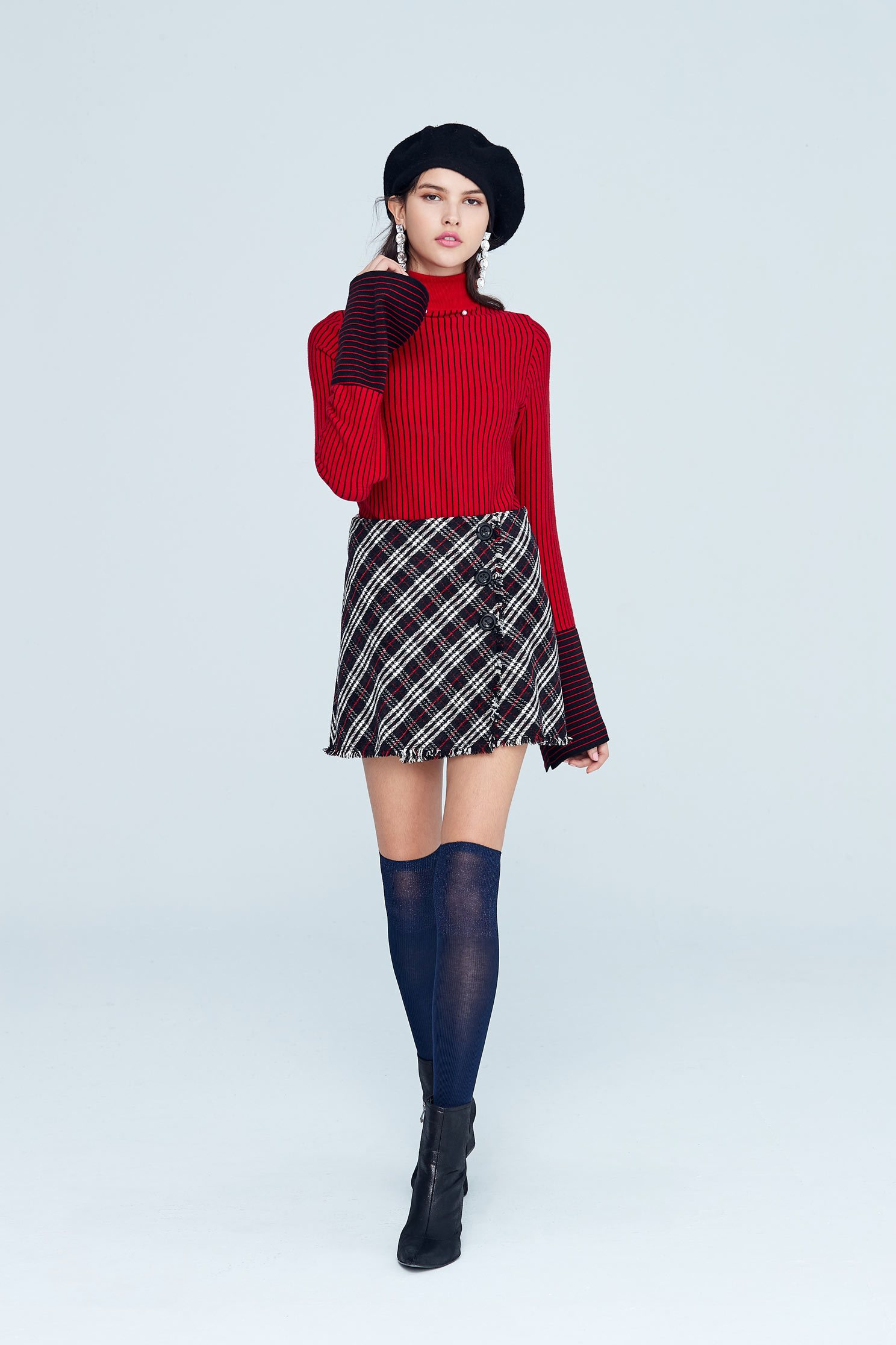 High neck and wide sleeve classic design top