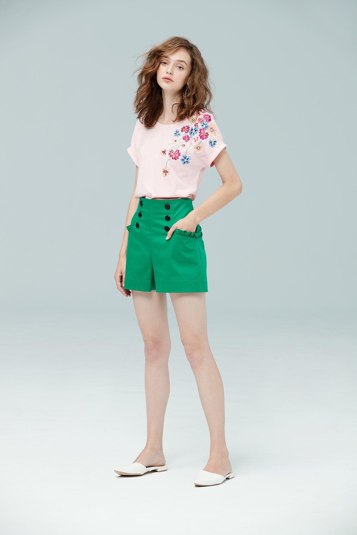 Elegant embroidered cotton T-shirt