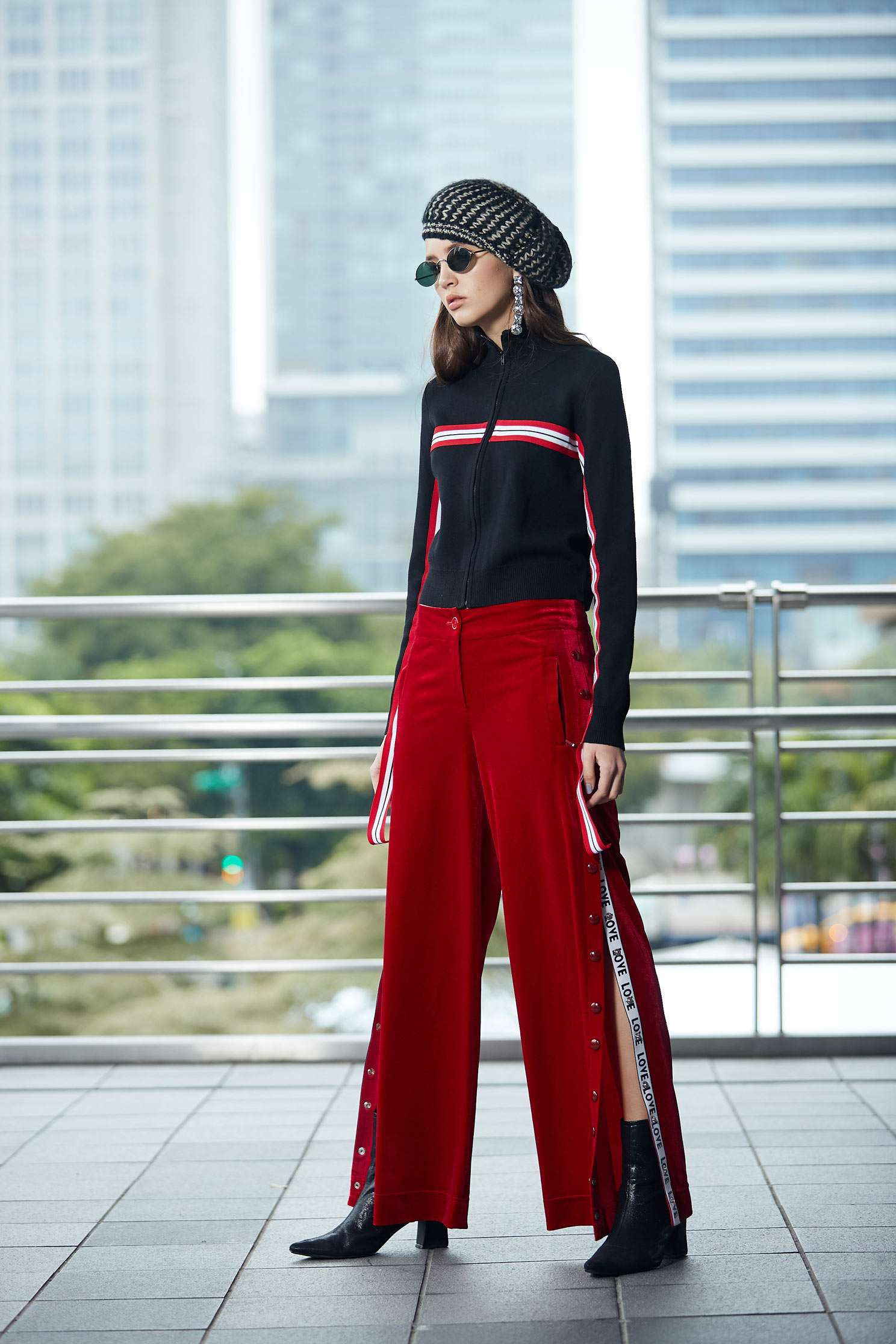 Wide leg pants with side-buckle design