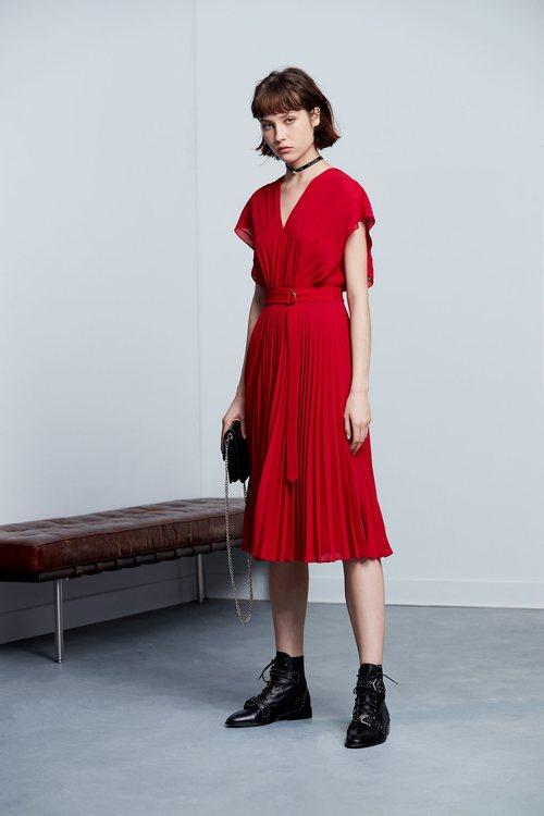Elegant, classic design short-sleeved dress