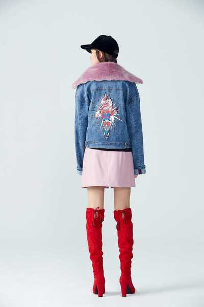 Color matching fur collar denim coat