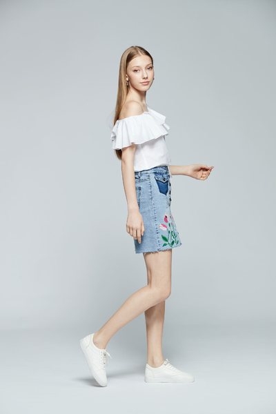 Embroidered denim skirt