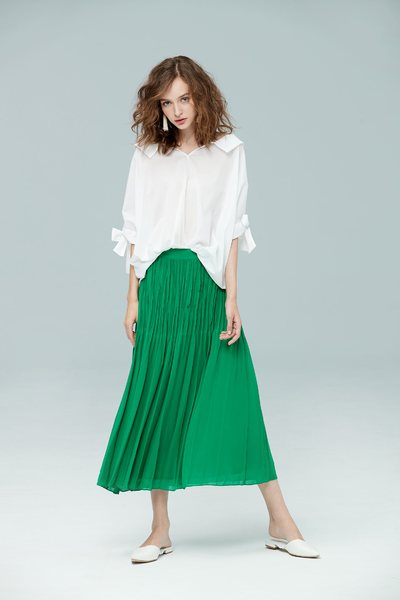 Wrinkled and elegant fashion skirt
