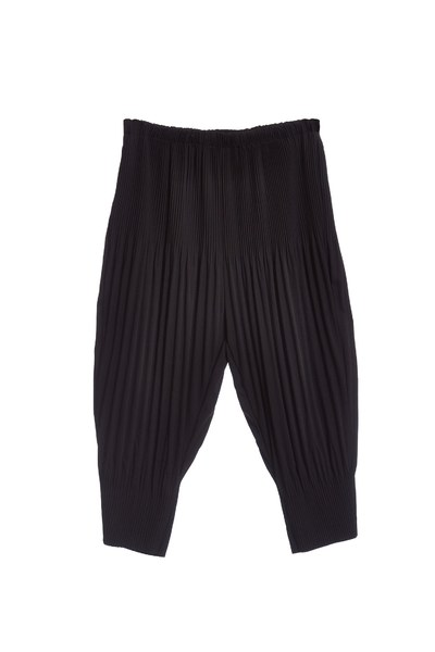 Well matched pleated trouser