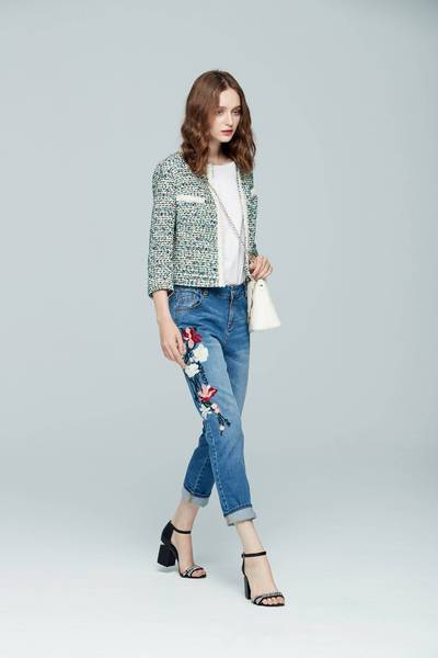 Elegant embroidered denim cropped pants