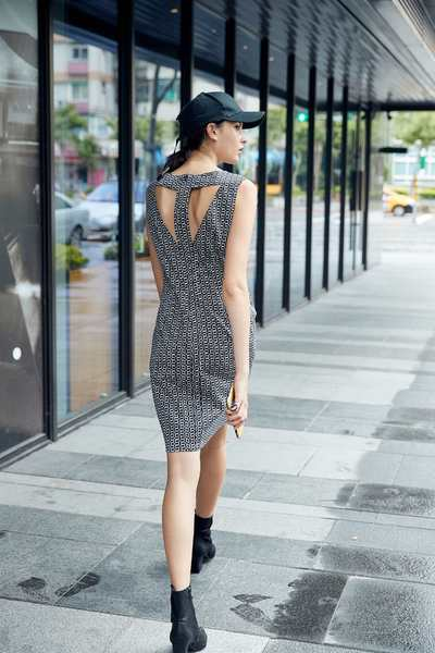 Chain totem sleeveless dress