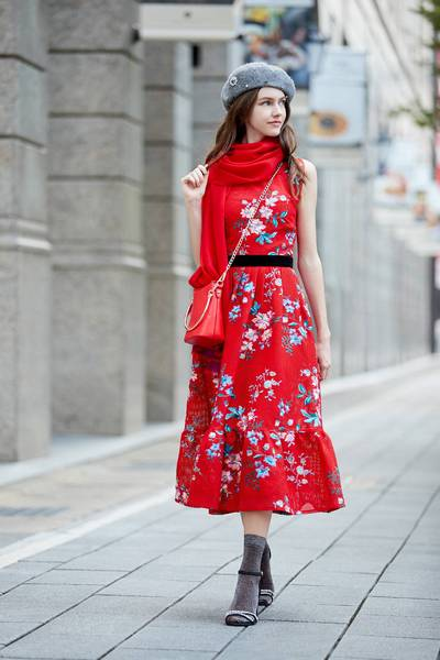 Classical elegant  flowers emroidery dress