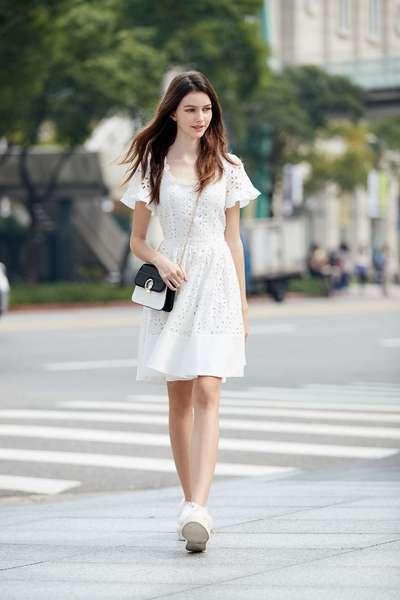 Elegantly carved short-sleeved dress