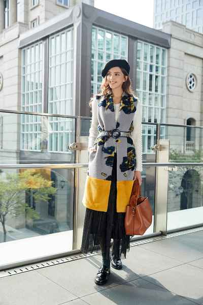 Color matching classic vest with belt