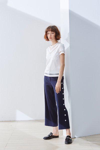 V-neck classic design short-sleeved top