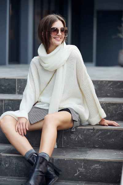 Chic lively knit top