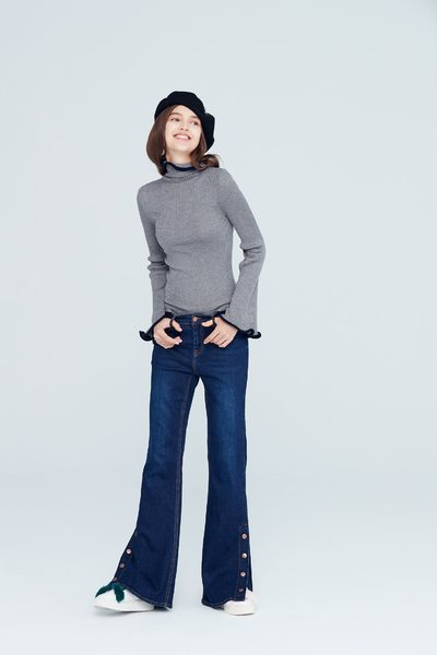 Wavy style knit long sleeve top