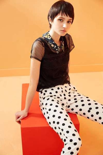 Translucent floral collar design short-sleeved top