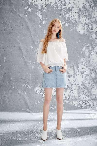 Beaded accessories denim skirt