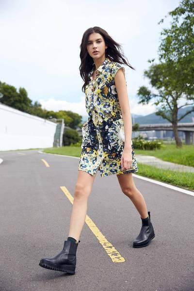 totem sleeveless dress
