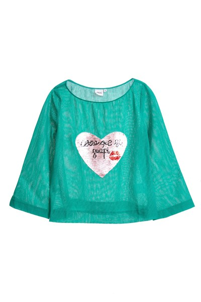 Wide collar top with heart printing