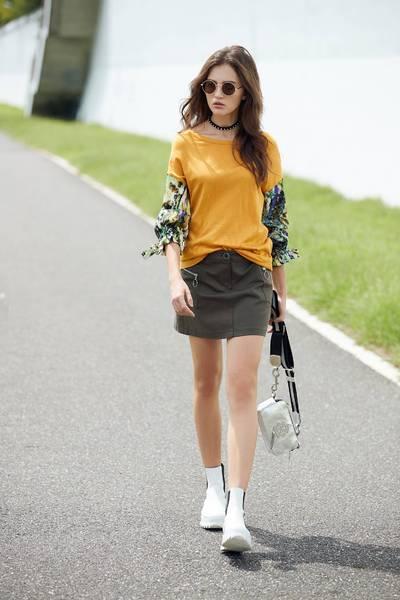 trendy totem spliced sleeves top