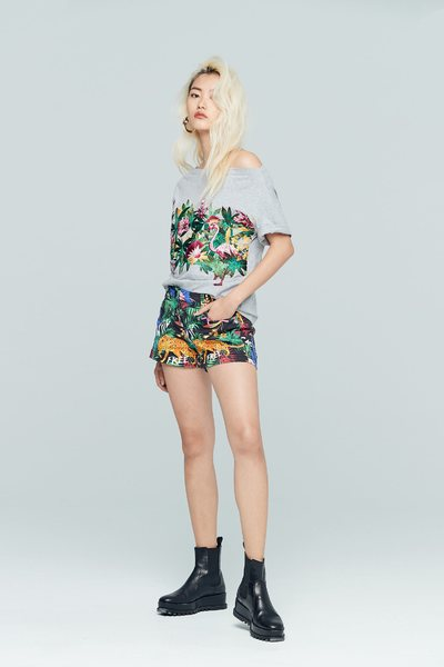 Elegant floral cotton T-shirt