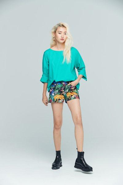 Elegant and stylish three-quarter sleeve top