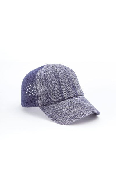 Color matching stitching baseball cap