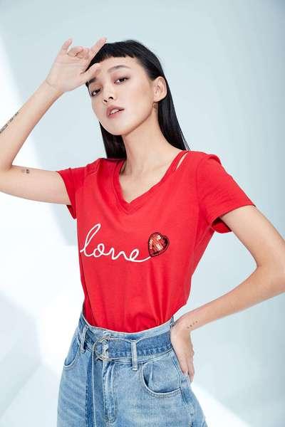 iROO x Angel Heart V-neck design T-shirt