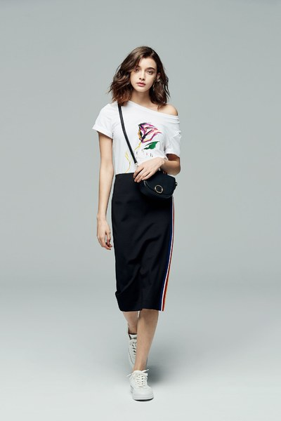 iROO x Flower in Vogue painted Flower Embroidered Tshirt